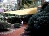 Terassendach aus Segeltuch im Garten